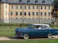 Opel Olympia Rekord vor dem Schloß