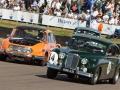2 Jaguar und 1 Tatra balgen sich